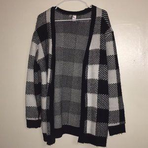 **B&W checkered sweater**
